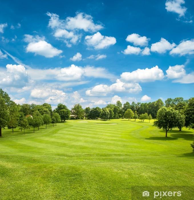aufkleber gr nen golf feld und blauen himmel bew lkt. Black Bedroom Furniture Sets. Home Design Ideas