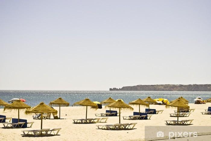 Fotomural Estándar Playa con los paraguas - Agua