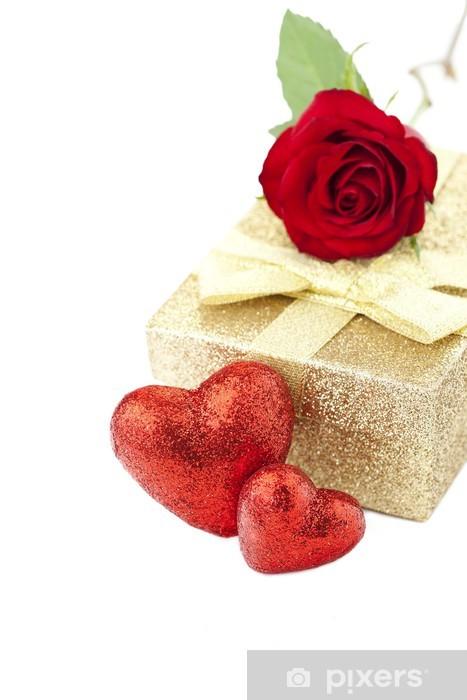 Vinylová fototapeta Valentine dárek, červená růže a červené srdce na bílém pozadí - Vinylová fototapeta