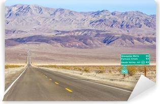 Abwaschbare Fototapete Death Valley Landschaft und Verkehrszeichen, Kalifornien