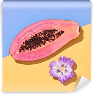Abwaschbare Fototapete Papaya tropische Früchte. Vanillepastell. helle süße Farbe. flach liegen. trendiger Modestil. minimal. rosa papaya mit blume. Detail, Kunstgalerie