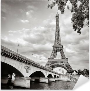 Adesivo Pixerstick Eiffel vista torre dal formato quadrato Senna
