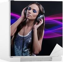 Adesivo DJ donna godendo la musica in cuffia • Pixers® - Viviamo per il  cambiamento dd34463724f8
