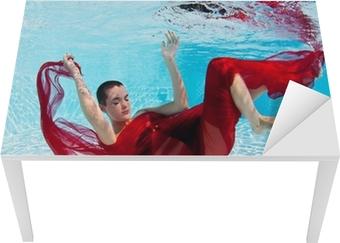 Quadro su tela underwater moda ritratto donna con velo rosso in