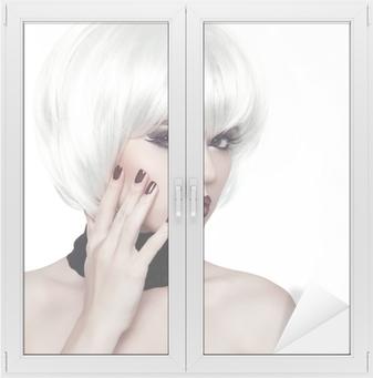 Carta da Parati Donna Fashion Style. Bellezza donna ritratto con i capelli  bianchi corti • Pixers® - Viviamo per il cambiamento 1654bac38f19