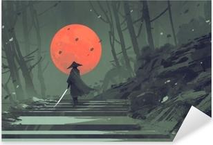 Adesivo Pixerstick Samurai che sta sulle scala nella foresta di notte con la luna rossa su fondo, pittura dell'illustrazione