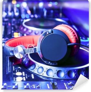 Afwasbaar Fotobehang Dj mixer met een koptelefoon