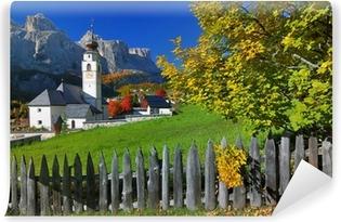 Afwasbaar Fotobehang Dorp in herfst Zuid-Tirol