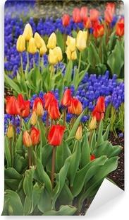010397abf4 Canvas Kleurrijke lente tuin vol met tulpen • Pixers® - We leven om ...