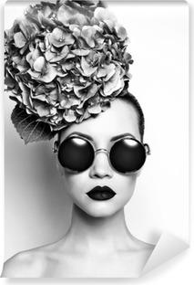 Afwasbaar Fotobehang Mooie dame met hortensia