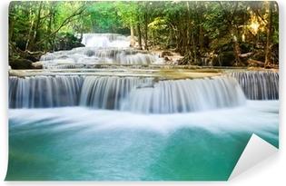 Afwasbaar Fotobehang Prachtige waterval diep in de bossen