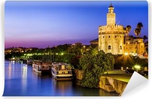 Afwasbaar Fotobehang Uitzicht op Golden Tower (Torre del Oro) van Sevilla, Andalusië, Spanje