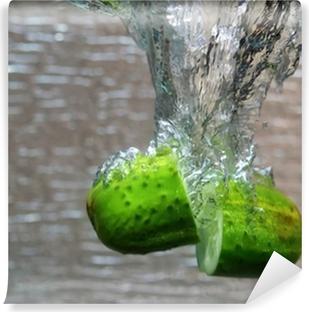 Afwasbaar Fotobehang Water splash van komkommer