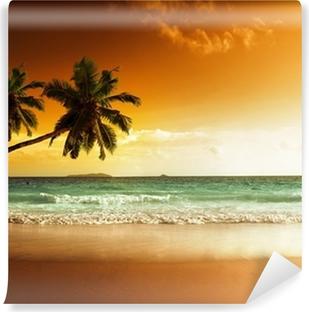 Afwasbaar Fotobehang Zonsondergang op het strand van de Caribische zee