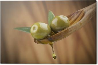 c1df0538c To oliven og blader med drop olje på tre skje