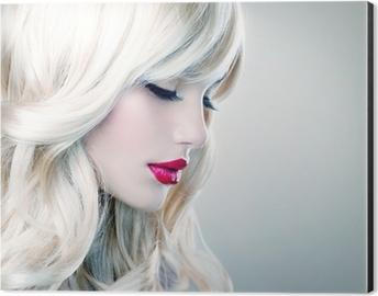 pitkät hiukset valkoinen suuhun