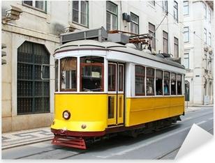 Pixerstick Aufkleber Alte gelbe Straßenbahn Lissabon, Portugal