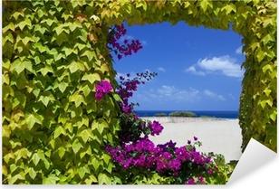 Pixerstick Aufkleber Fenster mit natürlichen Blumen von Petunien.
