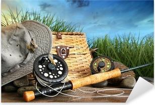 Pixerstick Aufkleber Fliegenfischen Ausrüstung mit Hut auf hölzernen Anklagebankp