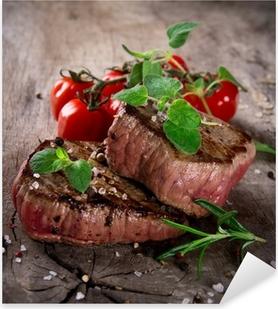 Pixerstick Aufkleber Gegrillte Steaks grillen mit frischen Kräutern und Tomaten