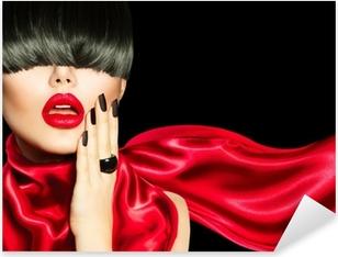 Pixerstick Aufkleber High Fashion Mädchen mit trendigen Frisur, Make-up und Maniküre