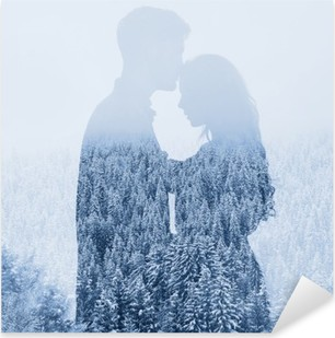 Pixerstick Aufkleber Im Winter lieben, Silhouette Paar auf Wald-Hintergrund, Doppelbelichtungp