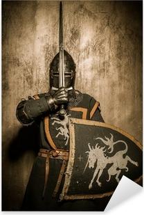 Pixerstick Aufkleber Mittelalterliche Ritter mit Schwert vor sein Gesichtp