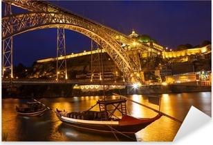 Pixerstick Aufkleber Nachtansicht einer Brücke in Portugal