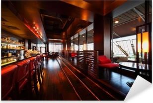 Pixerstick Aufkleber Reihe der Tische, Stühle und Bartresen mit Stühlen im Restaurant