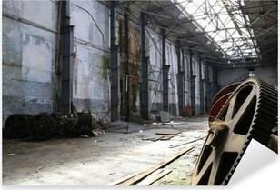 Pixerstick Aufkleber Rostigen alten Metall-Gadgets in einem verlassenen Schiff Fabrikp
