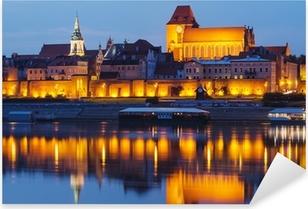 Pixerstick Aufkleber Torun (Polen) in der Nacht. Die Kathedrale. Blick von Weichsel