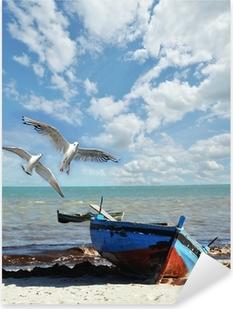 Pixerstick Aufkleber Urlaubs-Erinnerung: Strand mit Fischerboot und Möwen