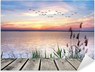 Autocolante Pixerstick el lago de las nubes de colores