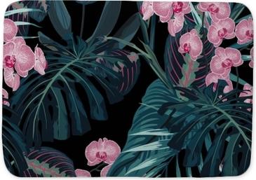 Badmat Naadloze patroon, donkergroene kleuren palmbladeren en tropische roze orchideebloemen op zwarte achtergrond. vintage-stijl.