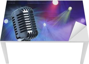 Vintage mikrofon på scenen Bord og skrivbordfiner