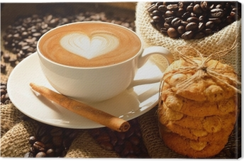 Canvas Een kopje koffie latte met koffiebonen en koekjes