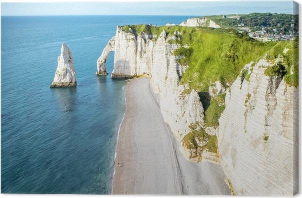 Canvas Landschap uitzicht op de beroemde rotsachtige kust in de buurt Etretat stad in Frankrijk tijdens de zonnige dag -