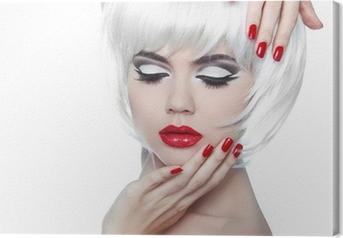 Canvas Make-up en kapsel. Rode lippen en gemanicuurde nagels. Fashion Beau