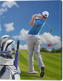 Canvas Man golfen tegen blauwe hemel met golftas