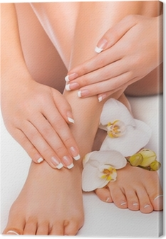 Canvas Manicure en pedicure met witte orchidee. geïsoleerd
