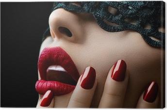 Canvas Mooie Vrouw met zwart kant masker over haar ogen