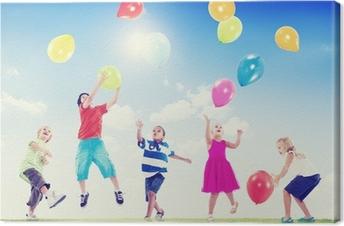 Canvas Multi-etnische kinderen buiten spelen met ballonnen