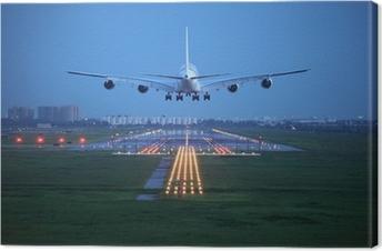 Canvas Passagiersvliegtuig vliegen omhoog over startbaan van de luchthaven van