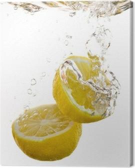 2 Hälften von Zitronen fallen ins Wasser und machen Blasen Canvas Print