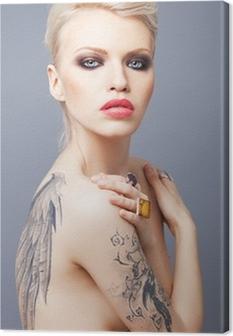 Canvas Vamp uitziende vrouw met tattoo vleugels op de rug