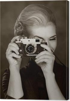 Canvas Vrouw in klassieke jurk met retro camera.