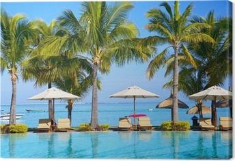 Canvas Zwembad met parasols op het strand in Mauritius