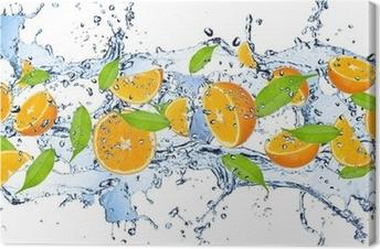 Canvastavla Färska apelsiner i vatten splash, isolerade på vit bakgrund