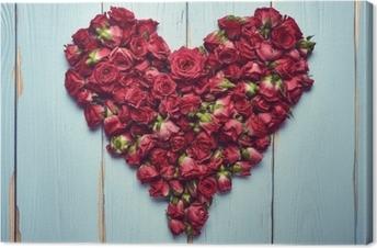 Canvastavla Hjärtform av rosor på träbakgrund