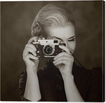 Canvastavla Kvinna i klassisk klänning med retro kamera.